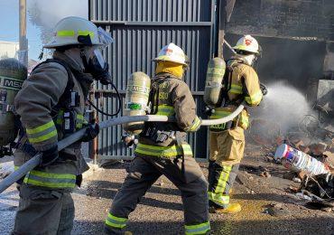 Explosión en fábrica de pintura deja 5 lesionados
