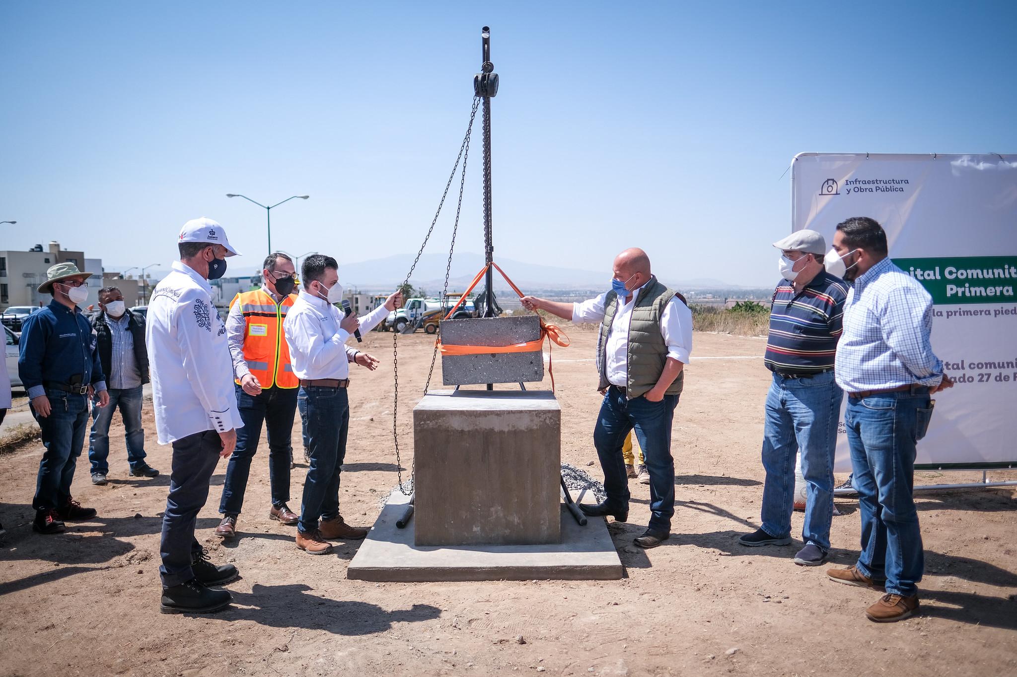 Ponen la primera piedra del Hospital Comunitario de El Salto, Enrique Alfaro y Ricardo Santillán