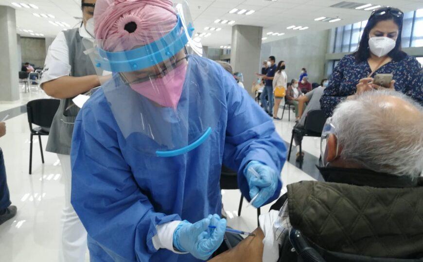 Aplican segunda dosis de vacuna contra COVID-19 en CUCosta