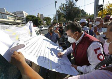 Firma el Dr. Lomelí compromisos con locatarios del Tianguis Cultural
