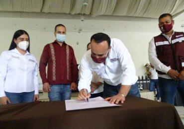 Firma Sergio Chávez compromiso de inclusión para personas con discapacidad en Tonalá