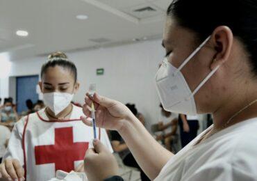 En la primer jornada de vacunación en Puerto Vallarta aplica 8 mil dosis