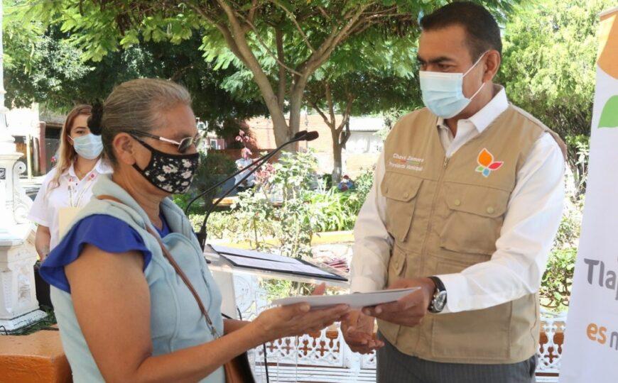 GOBIERNO DE TLAJOMULCO ENTREGAN 239 TÍTULOS DE PROPIEDAD EN LOTES DE HASTA 100 AÑOS DE ANTIGÜEDAD